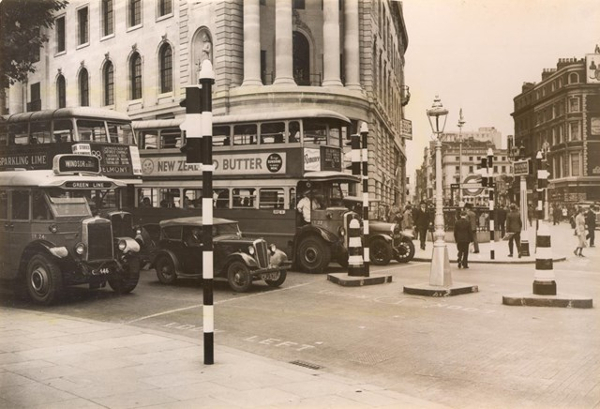 TfL marks 150th anniversary of the traffic light by retiming